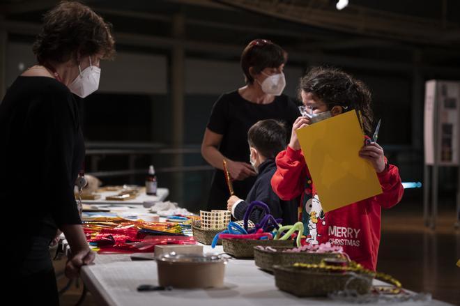 Unos niños participan en uno de los talleres que organiza el TNC.