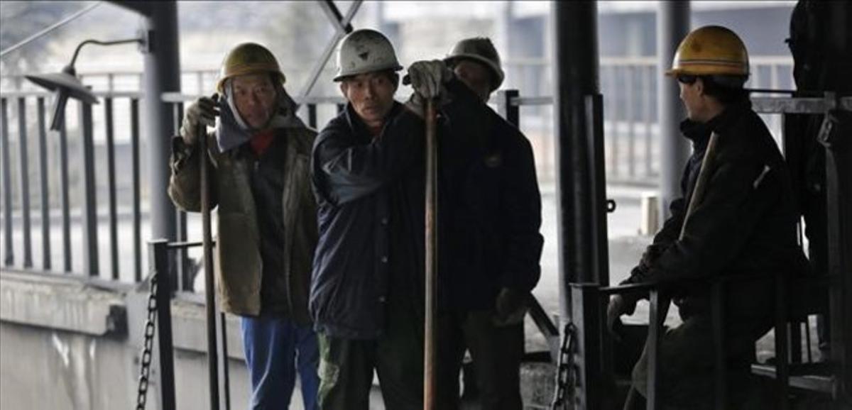 Trabajadores chinos de una mina de carbón, a las afueras de Pekín.