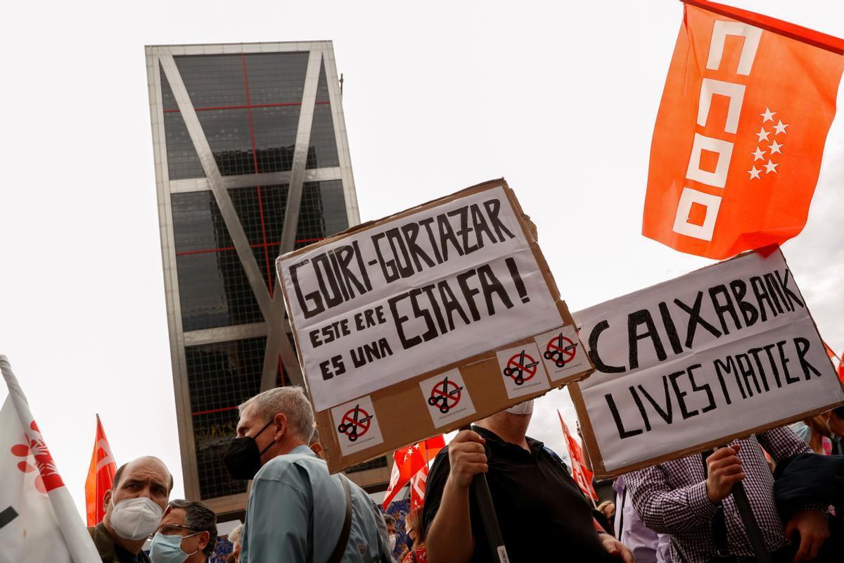 Huelga de CaixaBank frente a la sede madrileña del banco