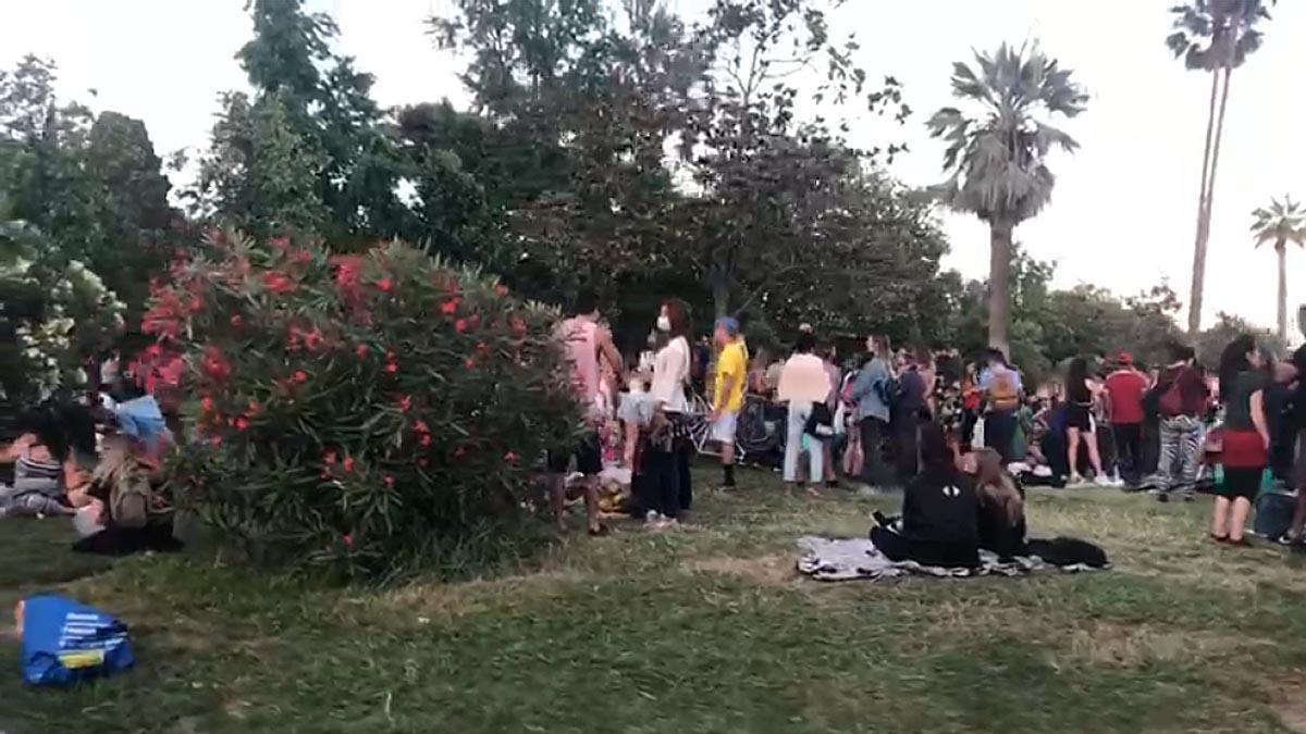 Los barceloneses llenan el parque de la Ciutadella sin respetar las medidas de seguridad y sin portar mascarillas