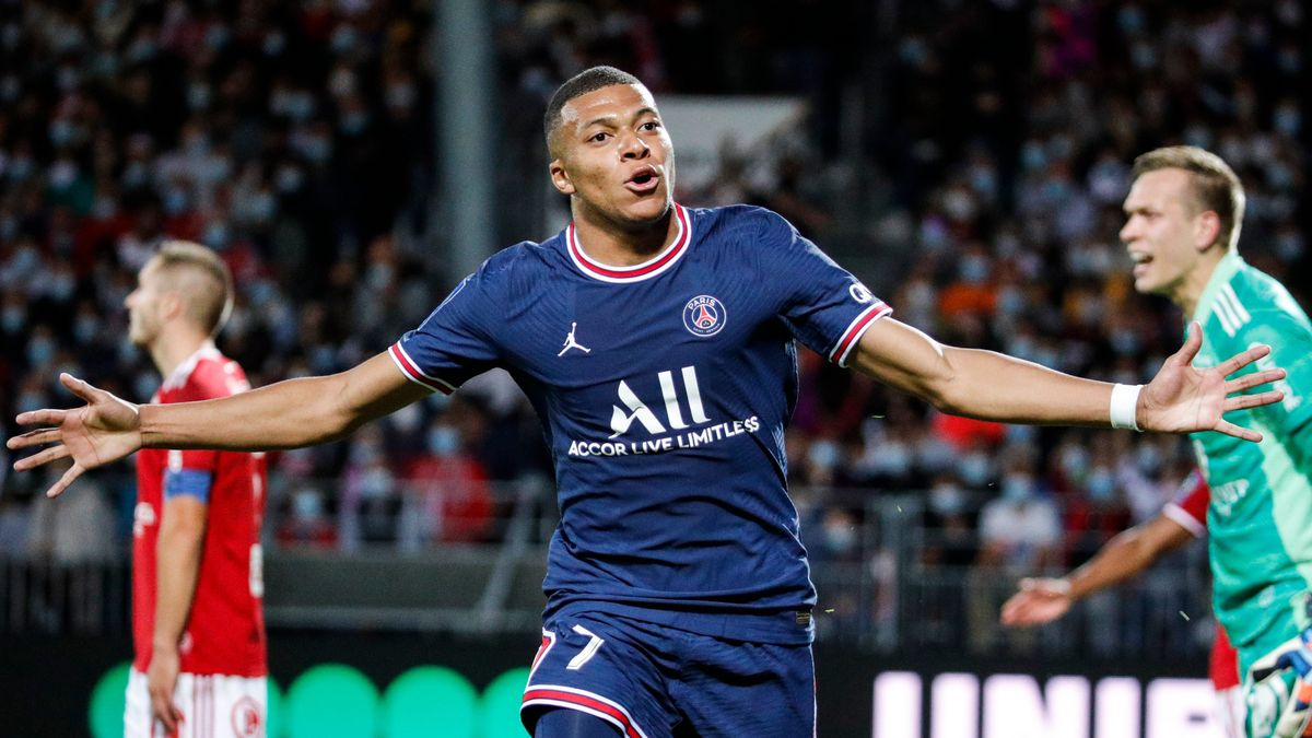 Mbappé festeja un gol que le marcó al Brest en la tercera jornada de la Liga francesa.