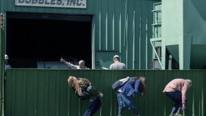 Fotograma de la película 'Como sobrevivir en un mundo material (Kajillionaire)', de Miranda July.