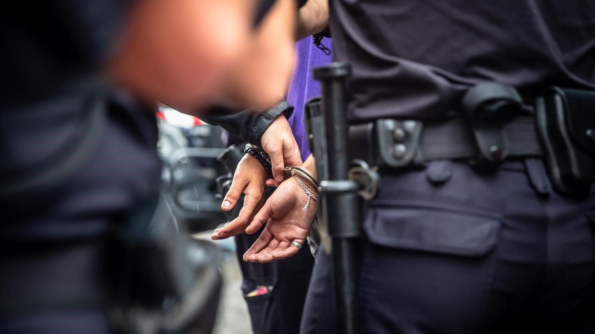 Arrestado en un operativo contra los robos en el Metro de Barcelona.