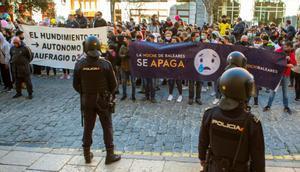 Un millar de restauradores cortan avenidas de Mallorca en su protesta ilegal por las restricciones