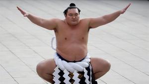 Hakuho, gran campeón de sumo contagiado de coronavirus.