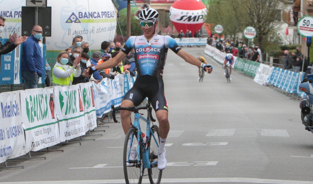 Juan Ayuso, en su triunfo del 5 de abril en el Giro del Belvedere, en Italia.