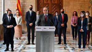 El presidente de la Generalitat, Quim Torra, y el resto de los miembros del Govern, durante la declaración institucional.