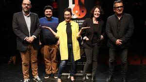 Silvia Abril, Nora Navas y Jordi Basté acompañados de Andreu Buenafuente y Jordi Casanovas en la presentación de 'White Rabbit Red Rabbit' en la sala Barts.
