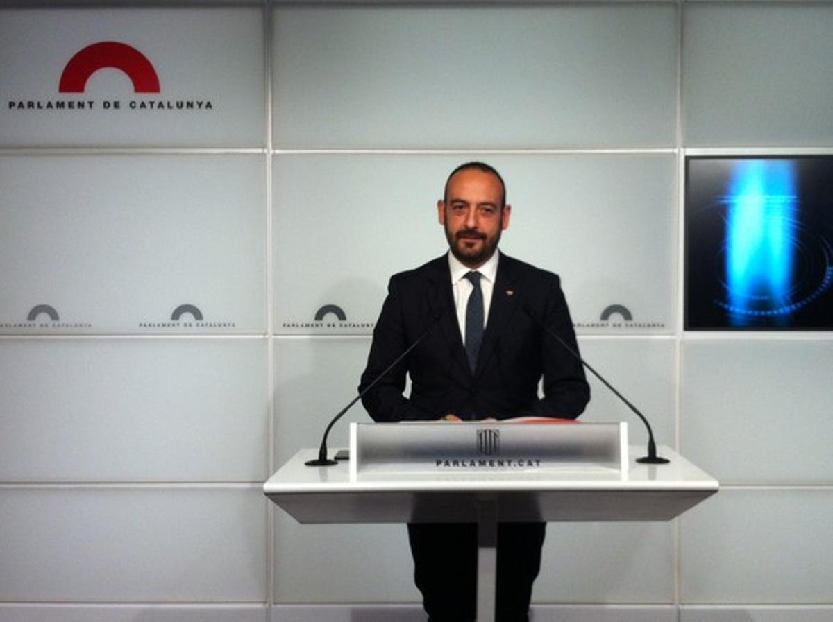 Jordi Cañas, en una rueda de prensa en el Parlament.
