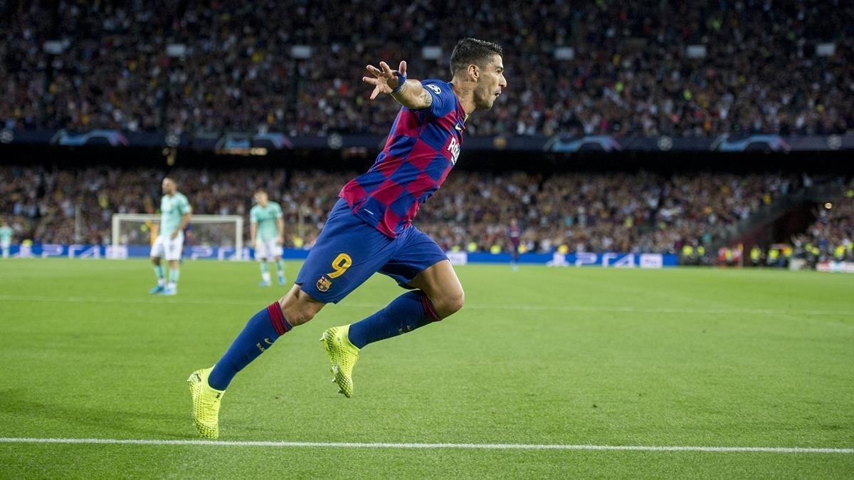 Luis Suarez celebra el gol de la victoria durante el partido de Liga de Campeones entre el FC Barcelona y el Inter de Milán