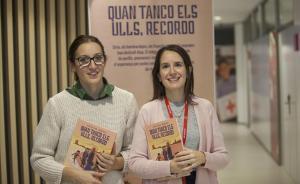 Cristina Bueno (izquierda) y Alexandra Gabarró, en la sede barcelonesa de Creu Roja.