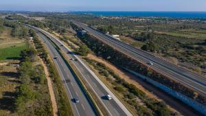 La autopista AP-7, a la altura de l'Hospitalet de l'Infant.