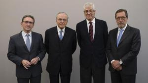 De izquierda a derecha, Giró, Fainbé, el vicepresidente, Juan José López Burniol; y Antonio Vila.