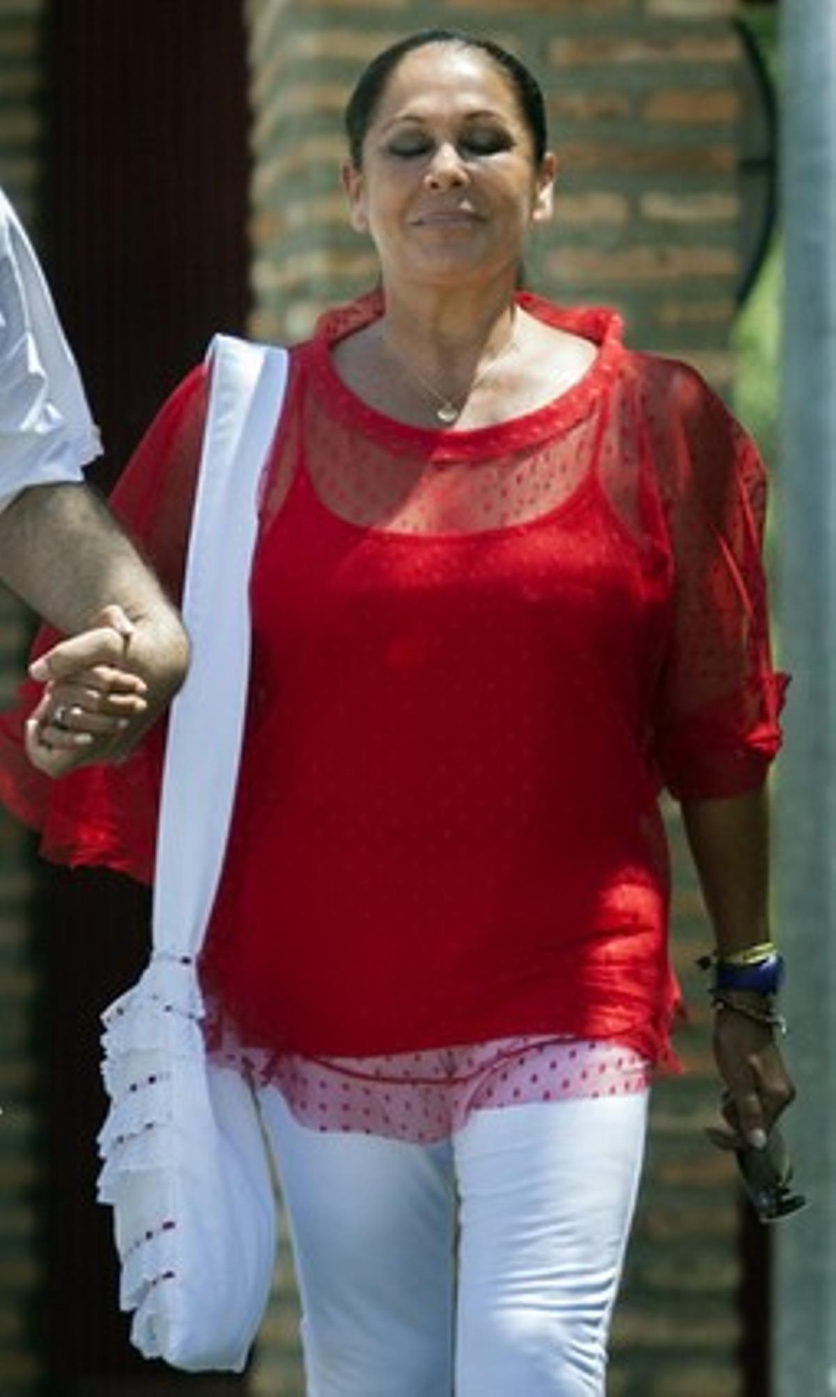 Imagen de archivo de Isabel Pantoja saliendo de la cárcel.