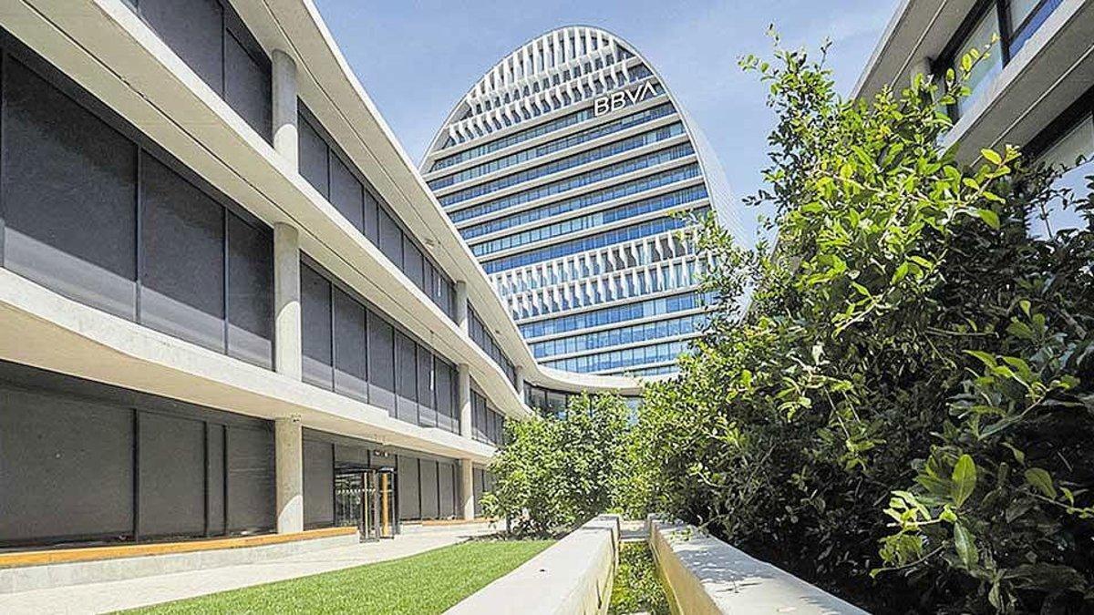La Ciudad BBVA (Madrid) es un complejo de siete edificios que alberga la nueva sede de la entidad bancaria.