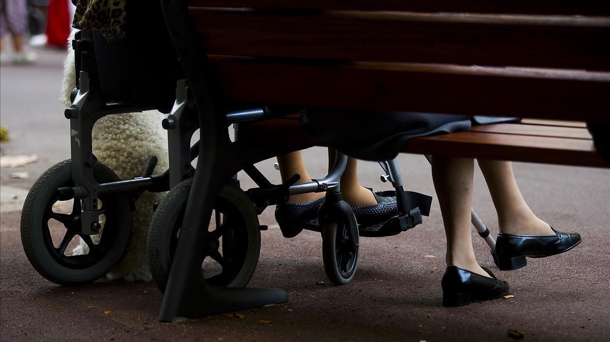 Cuidadores de ancianos y dependientes, sin protección contra el coronavirus