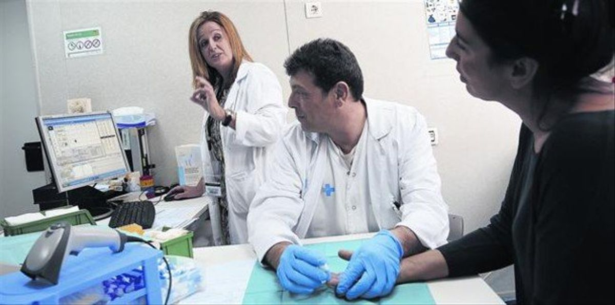 CONTROL.Prueba a una paciente en el servicio de Hematología del Hospital Vall d'Hebron de Barcelona.