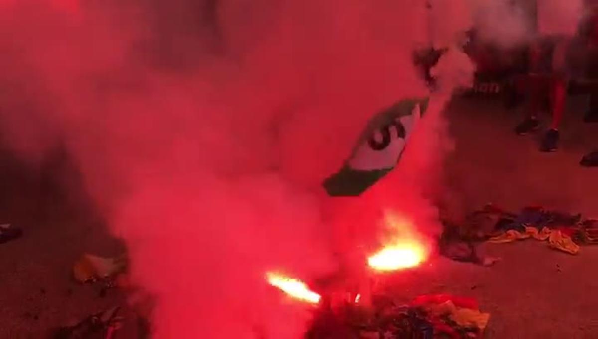 Uns ultres cremenesteladesal final de la manifestació a Barcelona.