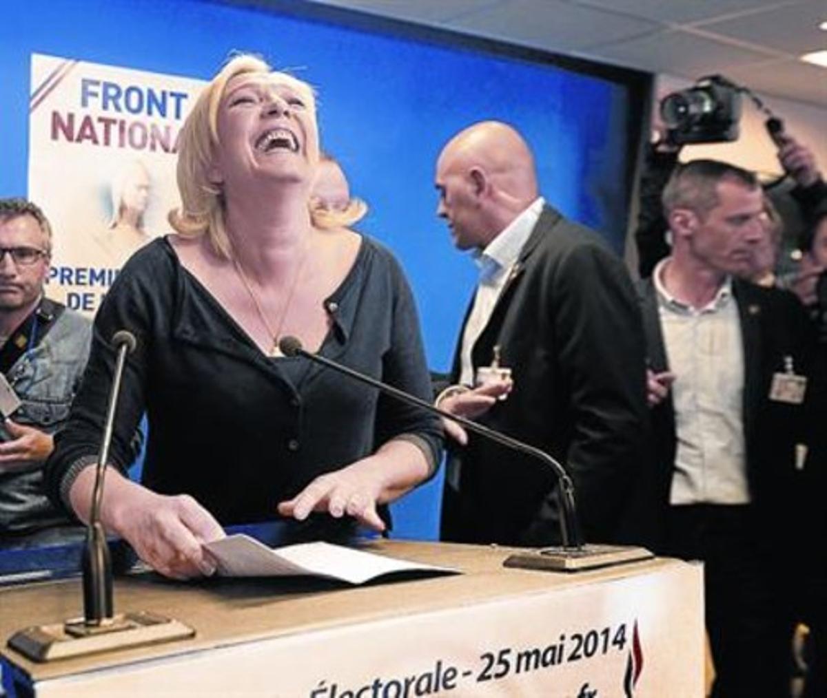 Marine Le Pen, tras conocer su triunfo, el domingo, en Nanterre.