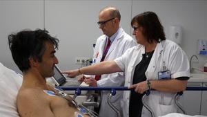 Isabel Cirera y Joan Ramon Masclans, en urgencias del Hospital del Mar.