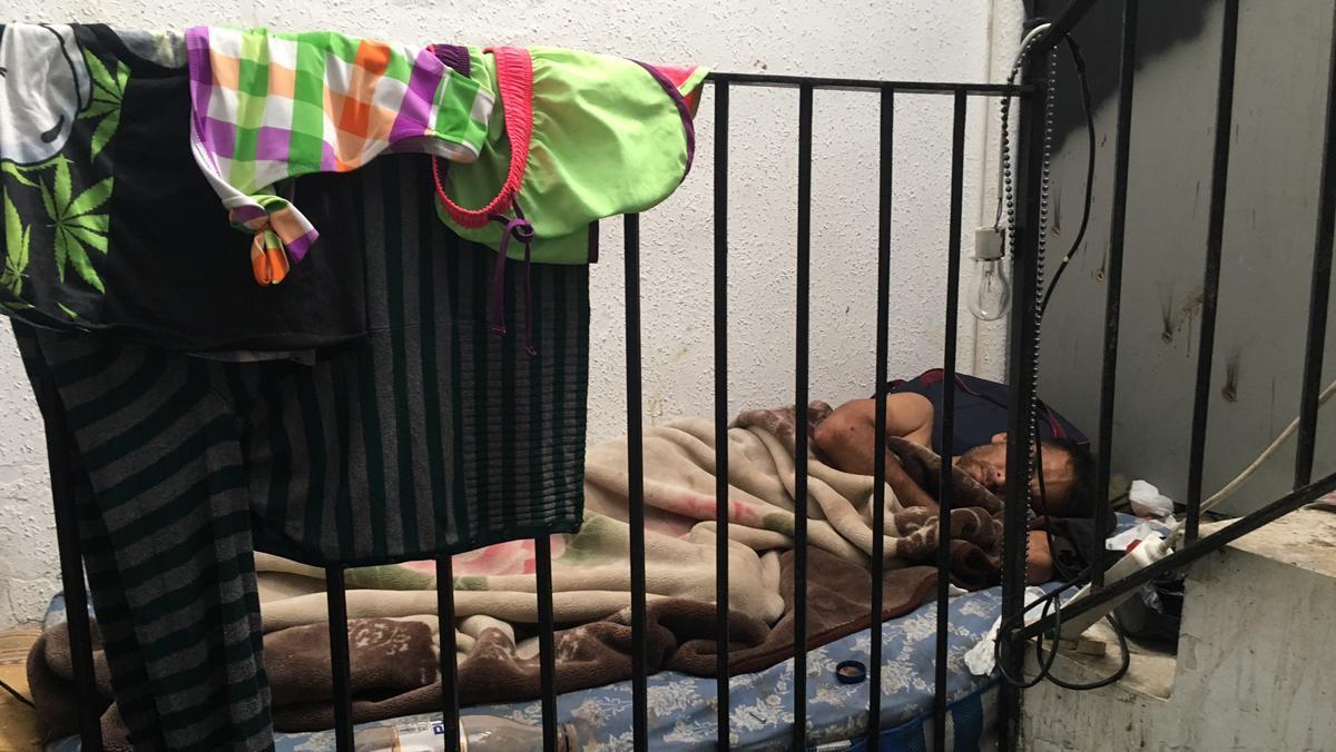 El número 22 de la calle d'En Roig: La narcofinca del Raval