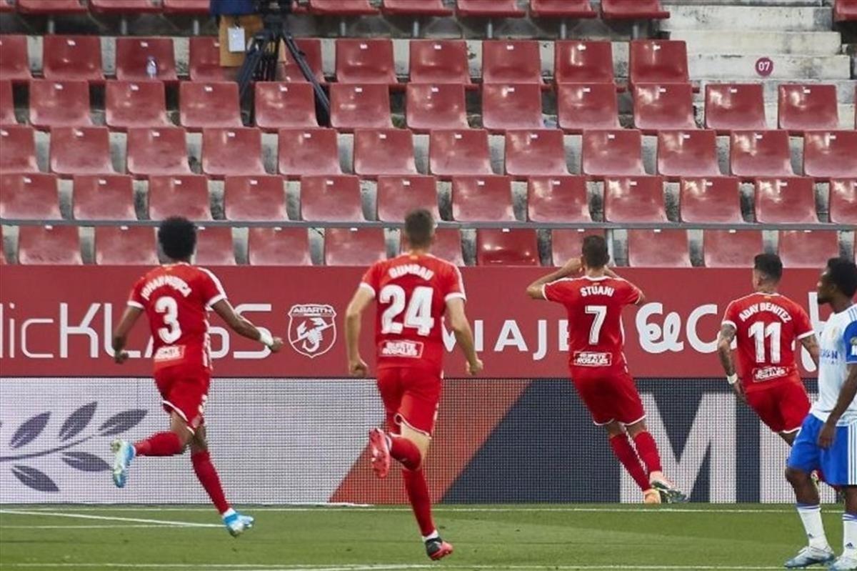 Stuani, pichichi gerundense, celebra uno de sus goles