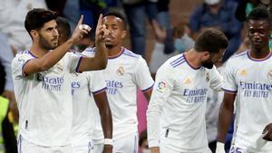 El centrocampista del Real Madrid Marco Asensio celebra con sus compañeros tras marcar ante el Mallorca.