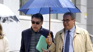 El juez sienta en el banquillo a González en dos piezas del 'caso Lezo'