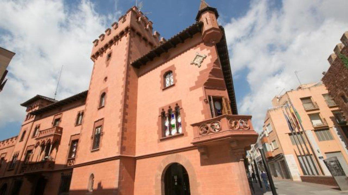 Fachada del Ayuntamiento de Viladecans.
