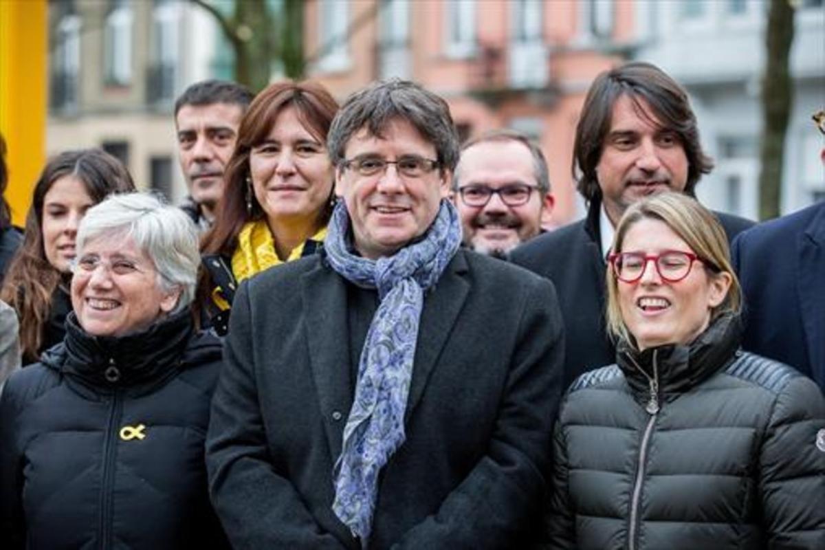 Clara Ponsatí, Carles Puigdemont y Elsa Artadi, el pasado viernes en Bruselas.