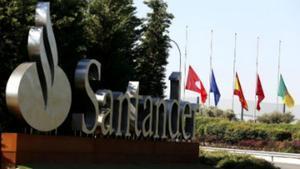 Entrada a la ciudad del Banco Santander en Boadilla del Monte.