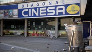 Las salas de cine de CInesa Diagonal de Barcelona, cerradas.