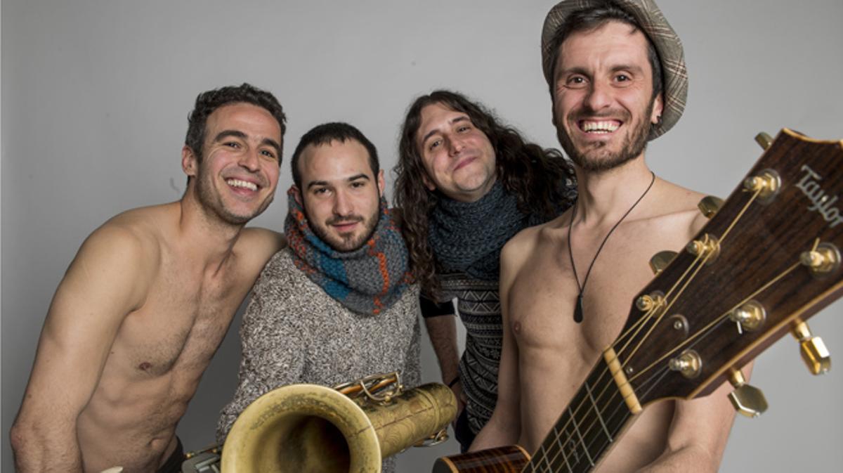 El grupo Strombers interpreta la canción 'Calle caramelo'.