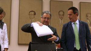 El ministro del Interior, Juan Ignacio Zoido, en el centro, este martes en el Congreso.