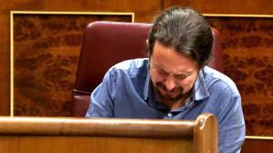 Pablo Iglesias se ha emocionado hoy hasta romper a llorar cuando ha recibido el aplauso de las víctimas del Billy el Niño, el inspector de la Brigada Político Social Juan Antonio González Pacheco, desde la tribuna de invitados.