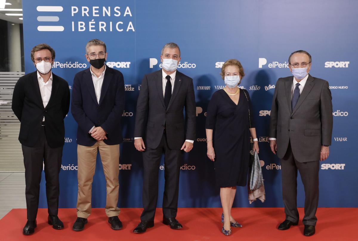Aitor Moll, Jordi Martí, Jaume Collboni, Arantza Sarasola y Javier Moll en la inauguración oficial de la nueva sede de El Periódico de Catalunya.