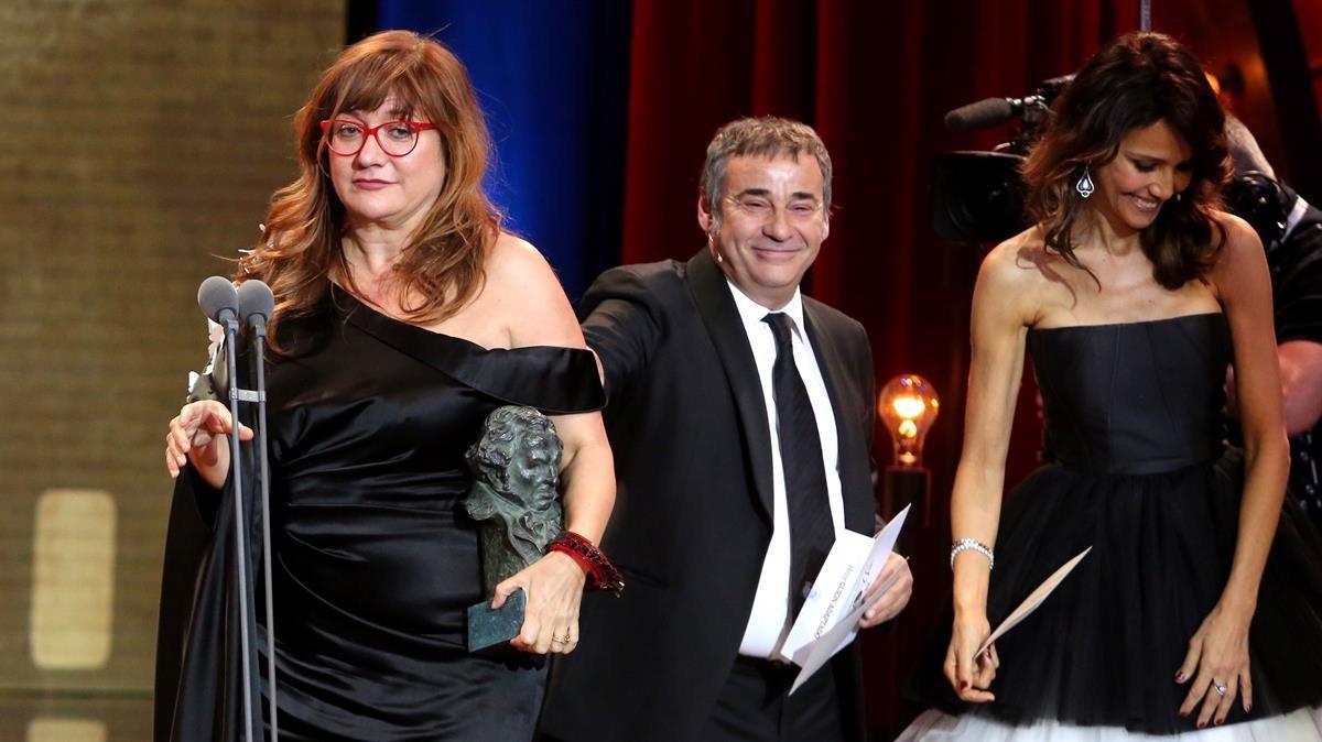Premios Goya 2018.Isabel Coixet recibe el premio al mejor guión adapatadopor  La librería.