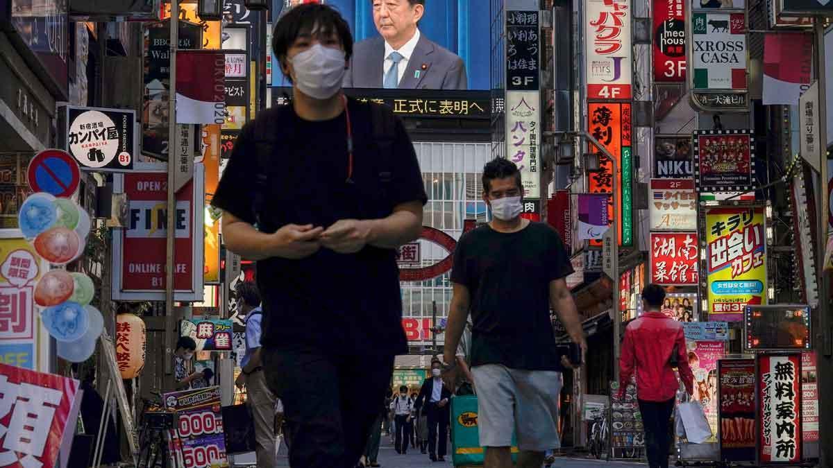 Gente en una calle de Tokio.