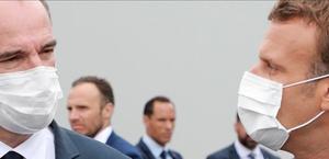El presidente francés, Emmanuel Macron (derecha) y el primer ministro Jean Castex.