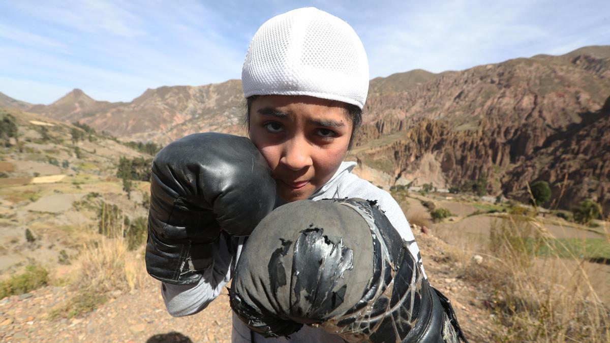 Mano de piedra, la niña boliviana que consagra la mitad de su vida al boxeo