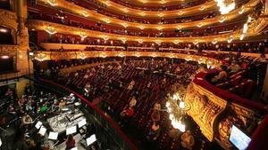 500 personas acuden al ensayo de La Traviata en el Liceu, el 24 de noviembre.