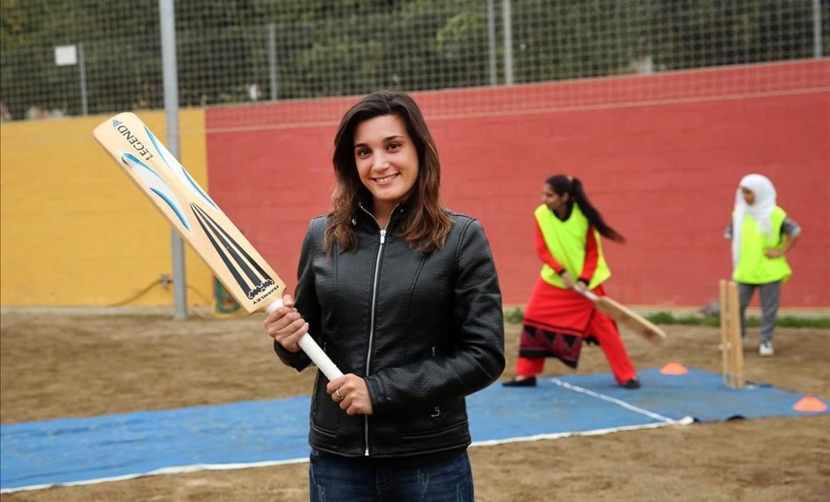Aïna Coscollola, una psicóloga que hamontado un equipo de criquet femenino con chicas paquistanís.