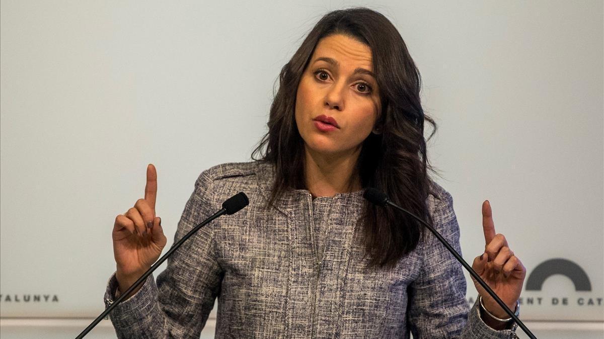 """Arrimadas acusa Iglesias d'estar """"sempre"""" del costat dels separatistes a Catalunya després de la seva reunió amb Torra"""