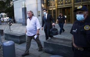 Steve Bannon, exasesor de Donald Trump deja la prisión.
