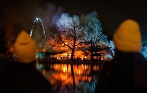 Un incendio devasta parte de un parque de atracciones en Róterdam