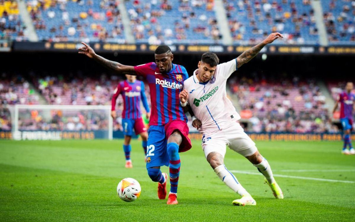 Emerson protege el balón durante el Barça-Getafe en el Camp Nou.