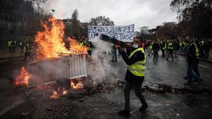 Protestas de los 'chalecos amarillos' por las calles de París.