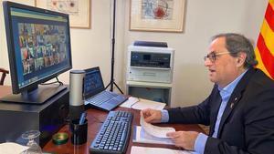 Quim Torra, en su despacho, durante la videoconferencia mantenida con Pedro Sánchez y los demás presidentes autonómicos el pasado 5 de abril.