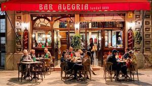 La terraza del Bar Alegría, en el Eixample.