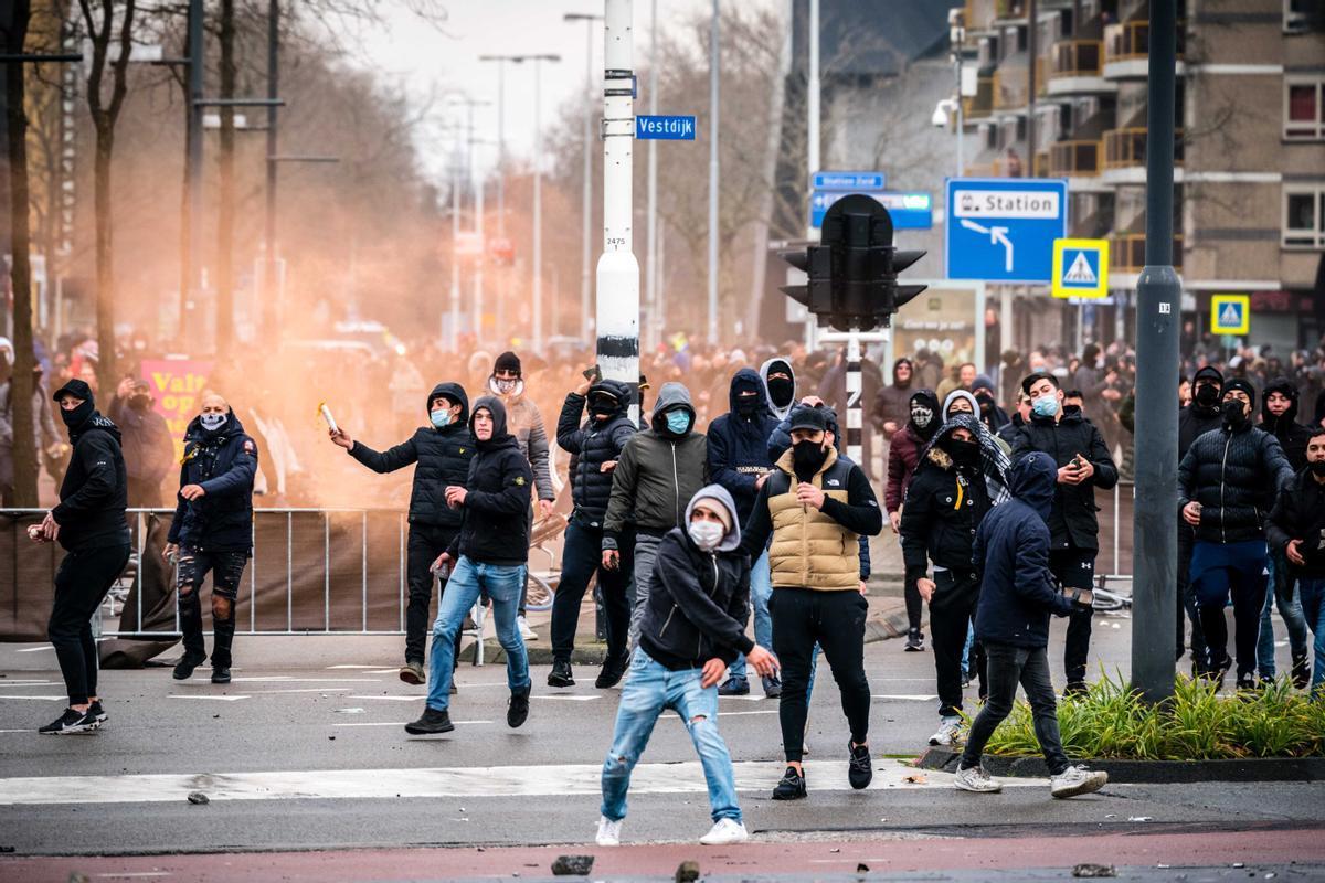 Jóvenes manifestantes este domingo en Eidhoven, Países Bajos.